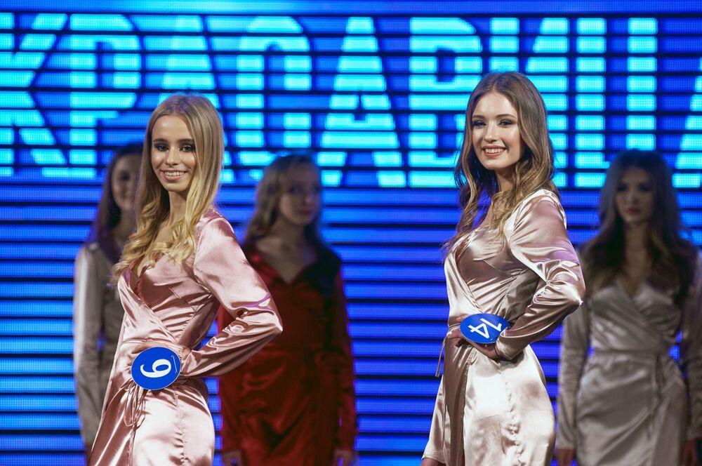 Účastnice soutěže Krasavice Sevastopolu 2019