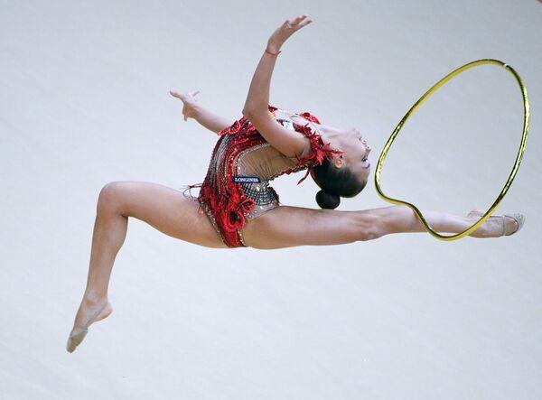 Dina Averinová během individuálního programu umělecké gymnastiky. Etapa Gran-prix Moskvy - Sputnik Česká republika