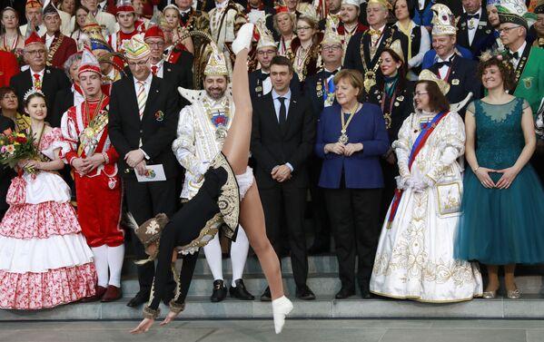 Kancléřka Německa Angela Merkelová na karnevalu Prinzenpaare v Berlíně - Sputnik Česká republika