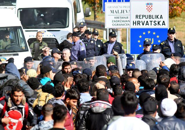Migranti na hranici Chorvatska a Bosny