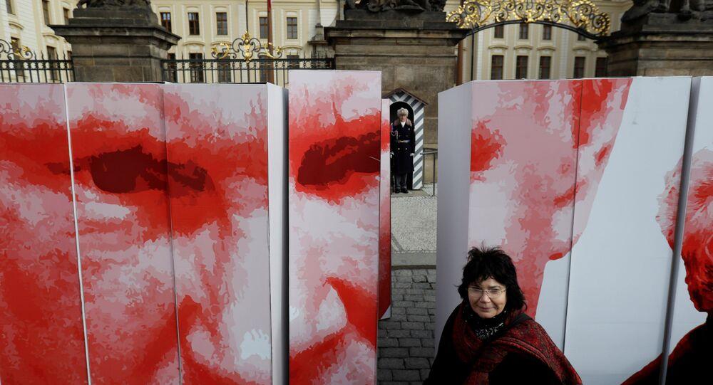Plot skupiny Kaputin před Pražským hradem