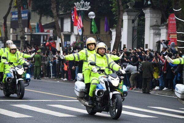 Vietnamská policie doprovázela vůdce KLDR Kim Čong-una v Hanoji - Sputnik Česká republika