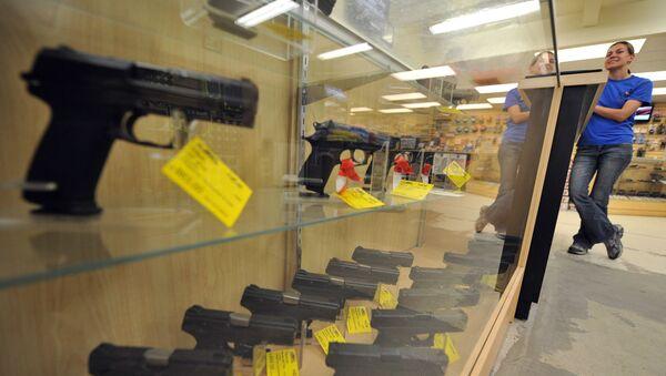 Obchod se zbraněmi. Ilustrační foto - Sputnik Česká republika