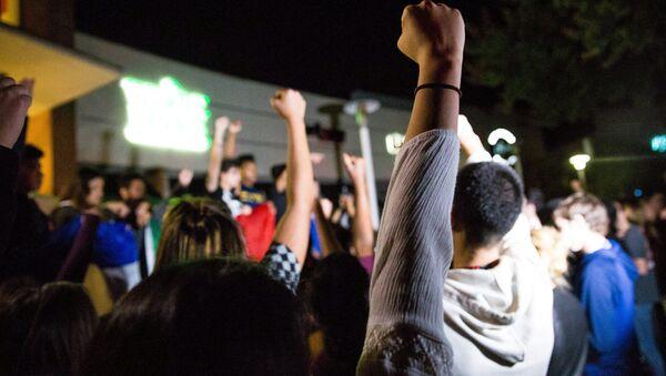 Studenti v Kalifornii protestují proti zvolení Donalda Trumpa (9. listopad 2016) - Sputnik Česká republika