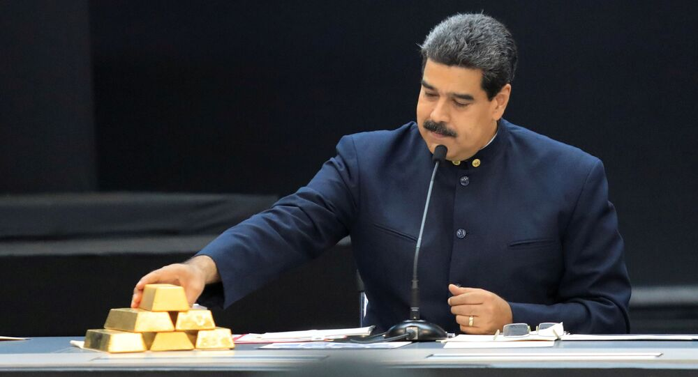 Venezuelský prezident Nicolás Maduro se zlatými cihlami