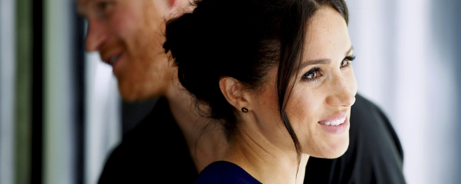 Britain's Prince Harry and Meghan, Duchess of Sussex smile during their visit to the National Kiwi Hatchery at Rainbow Springs in Rotorua, New Zealand, Wednesday, Oct. 31, 2018 - Sputnik Česká republika, 1920, 16.05.2021