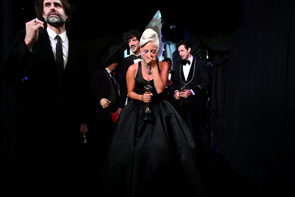 """Reakce Lady Gagy na získání Oscara za nejlepší píseň """"Shallow"""""""