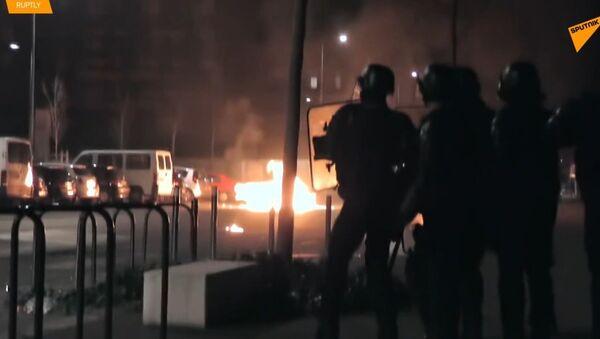 Po smrti dvou teenagerek při policejní honičce ve Francii už třetí noc probíhají nepokoje - Sputnik Česká republika