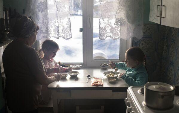 Vnoučata na navštěvě u babičky - Sputnik Česká republika
