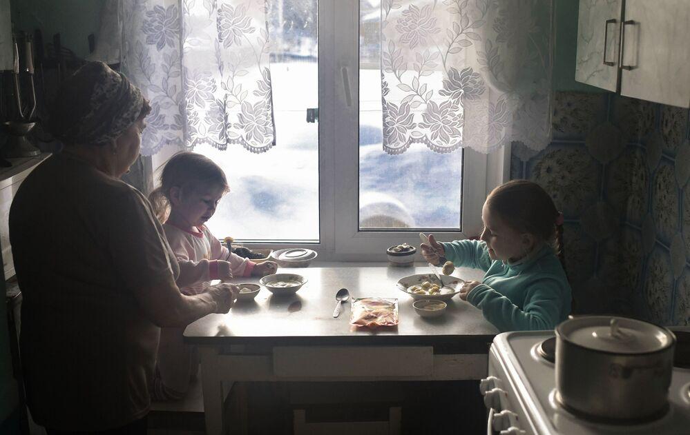 Vnoučata na navštěvě u babičky