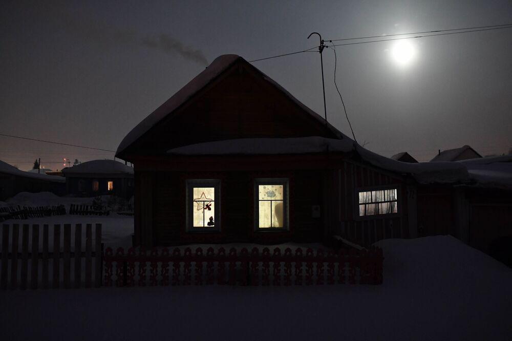Zimní noc v ruském městě Tara