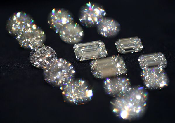 Diamanty společnosti Alrosa na výstavě diamantů - Sputnik Česká republika