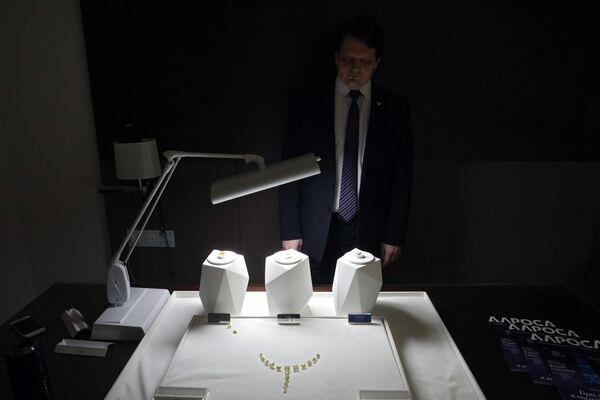 Ukázka diamantů společnosti Alrosa - Sputnik Česká republika