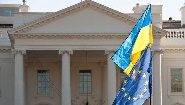 Vlajky Ukrajiny a EU - Sputnik Česká republika