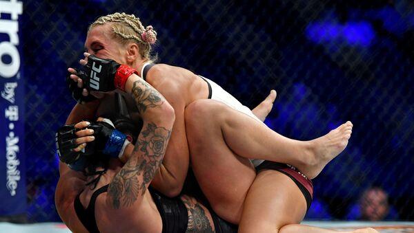 Boj Liny Lansbergové a Jany Kunické během UFC 229 v Los Angeles - Sputnik Česká republika