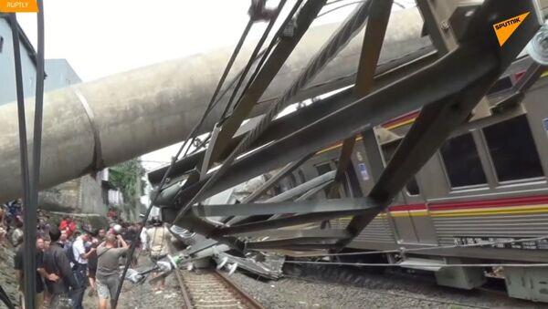 V Indonésii byly zraněny desítky lidí při vykolejení vlaku v provincii Západní Jáva   - Sputnik Česká republika
