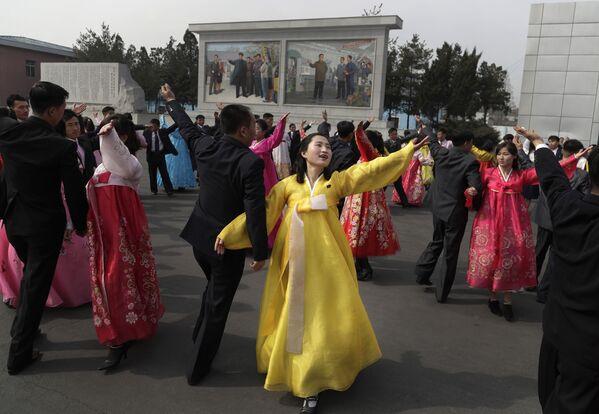 Národní oslavy při parlamentních volbách v Pchjongjangu - Sputnik Česká republika