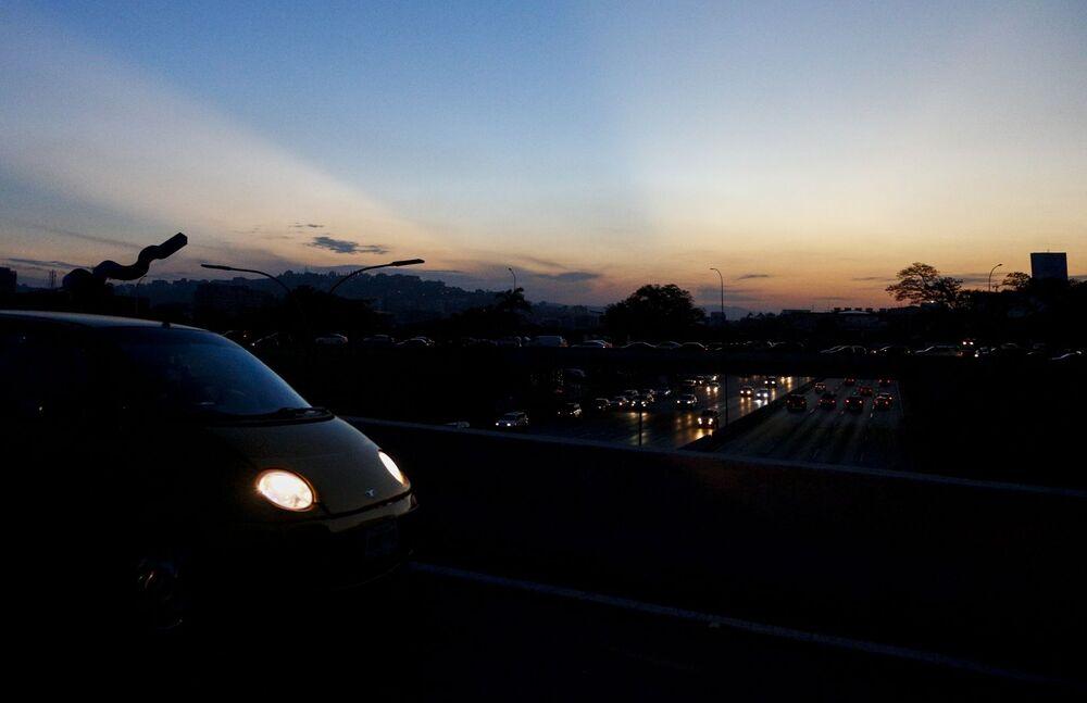 Dálnice v Caracasu třetí den energetického kolapsu