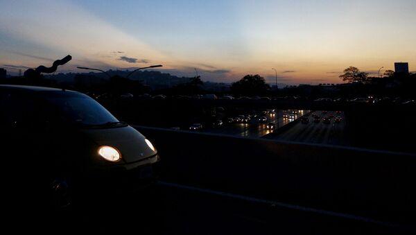 Silnice v Caracasu v třetí den blockoutu - Sputnik Česká republika