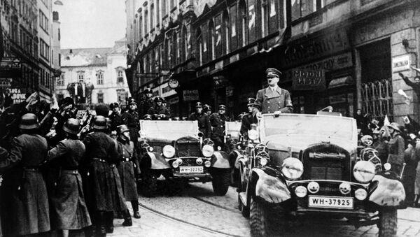 Německý vůdce Adolf Hitler na přehlídce v Praze 15. března - Sputnik Česká republika