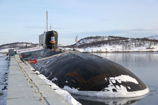 Jaderná ponorka K-535 Jurij Dolgorukij v přístavu ve městě Gadžijevo - Sputnik Česká republika