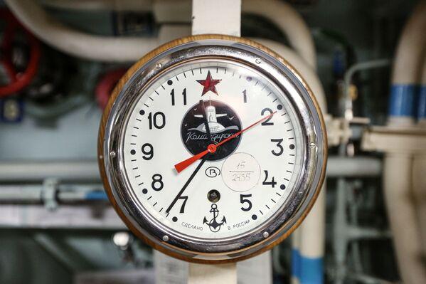 Velitelské hodiny uvnitř jaderné ponorky K-535 Jurij Dolgorukij - Sputnik Česká republika