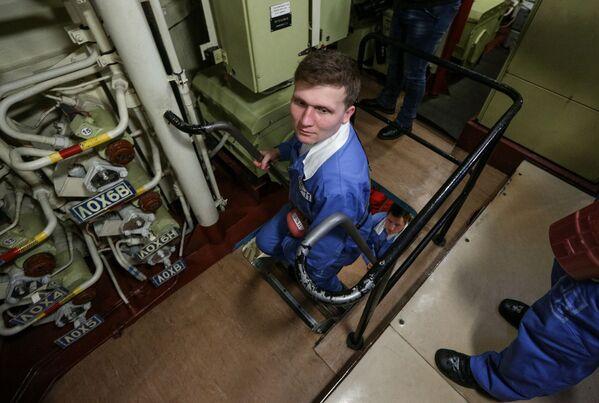 Členové posádky uvnitř jaderné ponorky K-535 Jurij Dolgorukij - Sputnik Česká republika