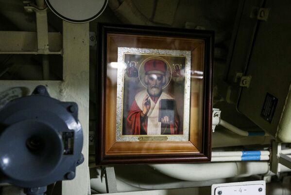 Ikona sv. Mikuláše z Myry uvnitř jaderné ponorky K-535 Jurij Dolgorukij - Sputnik Česká republika
