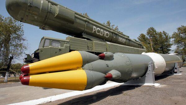 Sovětská střela středního doletu RSD-10 Pioněr (SS-20) - Sputnik Česká republika