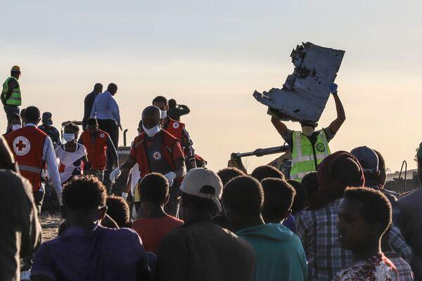 Na místě havárie Boeingu 737 MAX v Etiopii - Sputnik Česká republika