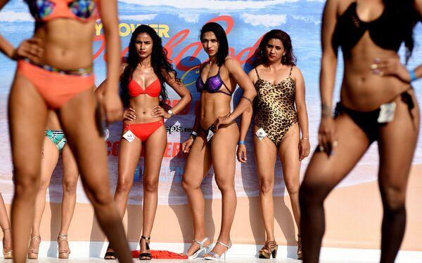 Svůdná krása na rozpálené pláži: karneval těla v indickém Goa - Sputnik Česká republika