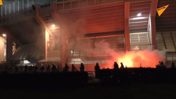 To musíte vidět: Krev a násilí při zápasu Panathinaikos - Olympiakos v Řecku  - Sputnik Česká republika