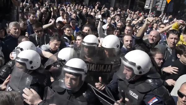 Tisícovky nespokojených Srbů při pochodu požadovaly abdikaci Vučicé (VIDEO) - Sputnik Česká republika