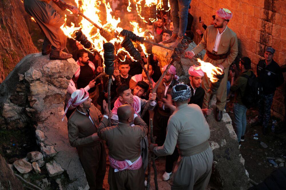Iráčtí Kurdové během oslav Nourúza ve městě Akre v Iráckém Kurdistánu.