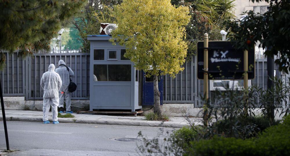 Policejní budka u ruského velvyslanctví v Aténách, kde došlo k výbuchu granátu