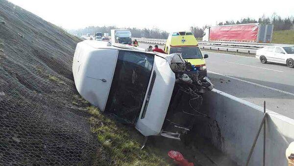 Dopravní nehoda na dálnici D6 - Sputnik Česká republika