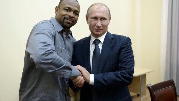 Ruský prezident Vladimir Putin a americký boxer Roy Jones Jr. - Sputnik Česká republika