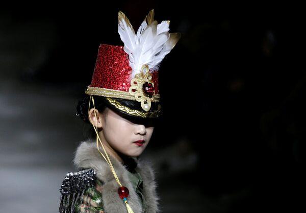 Armáda a sexualita: přehlídka kolekce Hu Sheguanga na mezinárodním týdnu módy v Pekingu  - Sputnik Česká republika