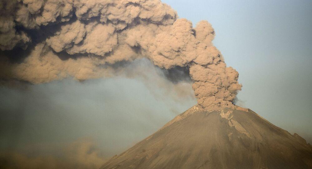 Probuzení po tisíci letech: V Mexiku lávu chrlí nejnebezpečnější sopka na světě