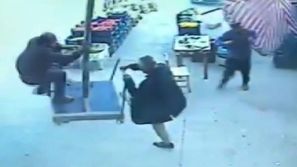 V Turecku muž uletěl na deštníku (VIDEO) - Sputnik Česká republika