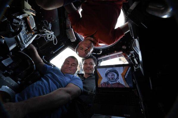 Kosmické novinky na dechberoucích fotografiích: od lodí po asteroidy  - Sputnik Česká republika