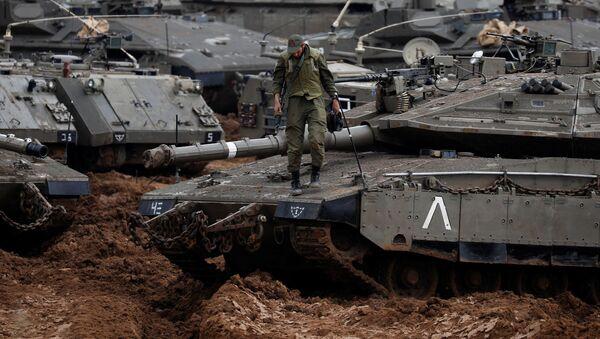 Izraelský voják na tanku u hranice Pásma Gazy - Sputnik Česká republika