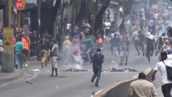 Zmatky ve Venezuele. Lidé protestují a mají žízeň (VIDEO) - Sputnik Česká republika