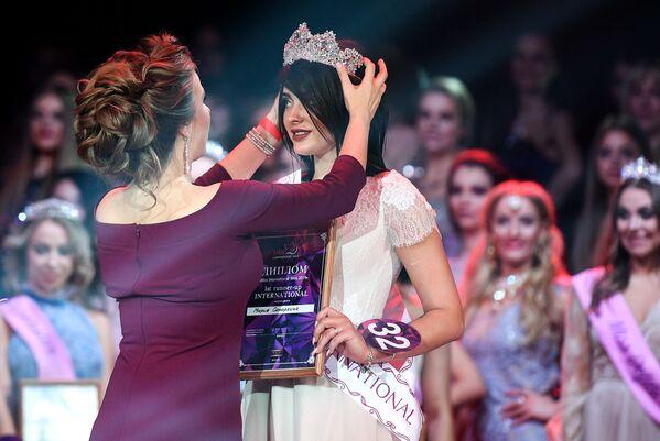 První vicemiss soutěže krásy Miss International Mini 2019 Maria Samarkina na slavnostním předávání cen v Moskvě - Sputnik Česká republika