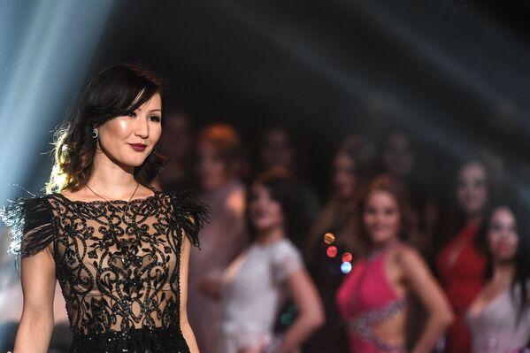 Ayperi Romanova během představení ve finále soutěže krásy Miss International Mini 2019 v Moskvě - Sputnik Česká republika