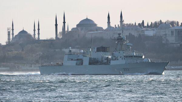Fregata v Bosporu na cestě do Černého moře - Sputnik Česká republika