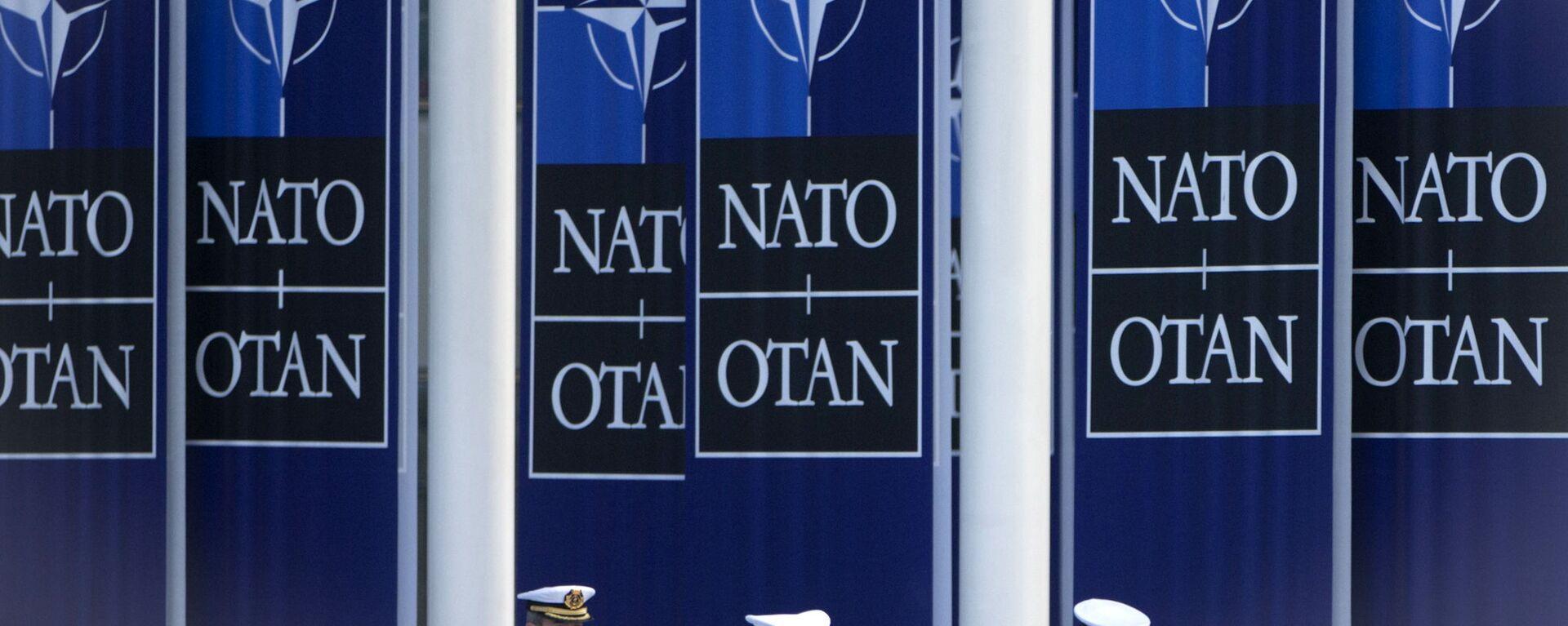 Španělští námořníci jdou pod vlajkou NATO vedle štábu aliance v Bruselu - Sputnik Česká republika, 1920, 24.08.2021