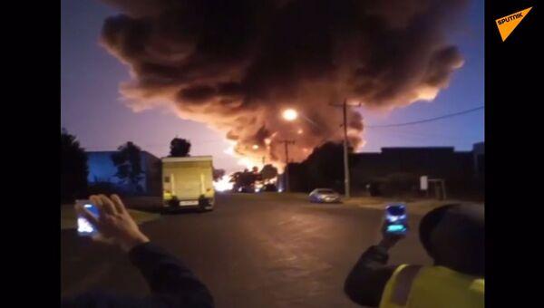 Jedovatý chemický požár v Austrálii zničil továrnu a celé okolí zasáhl kouř - Sputnik Česká republika