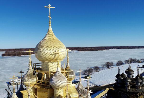 Kostel Proměnění Páně neboli Preobraženský chrám z 18. století v národním parku Kiži - Sputnik Česká republika
