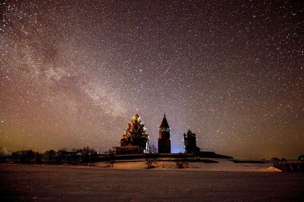 Noční pohled na architektonický komplex Kiži - Sputnik Česká republika